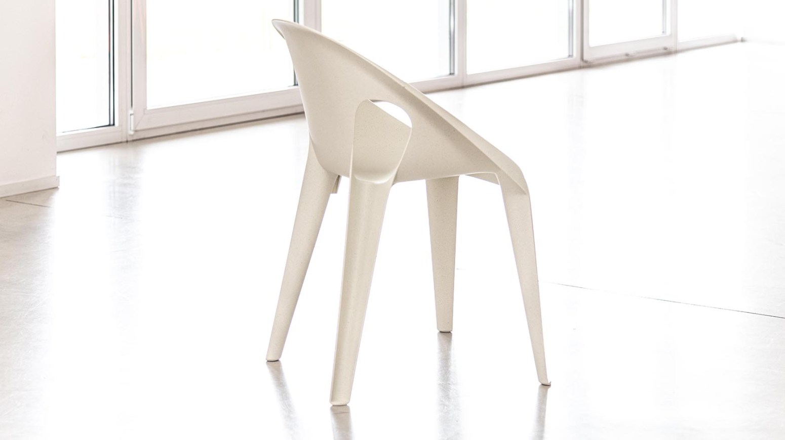 BELL CHAIR (recyclée et empilable)