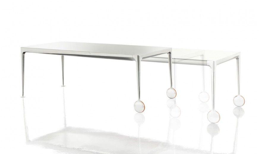 Mobilier tables de restaurant design espaces d tente et for Table exterieur starck